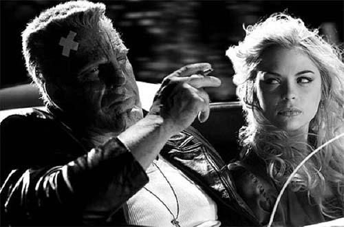 Mickey Rourke como Marv y Jaime King como Wendy en El Duro Adiós