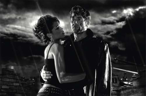 Clive Owen como Dwight y Rosario Dawson como Gail en La Gran Masacre