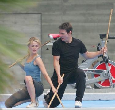 Keri Russell y Tom Cruise en M:I3