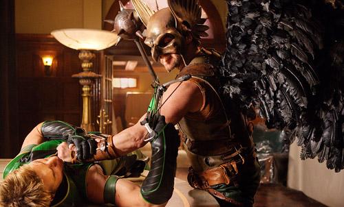 Hawkman cumpliendo el sueño de todos los fans deceros con dos dedos de frente
