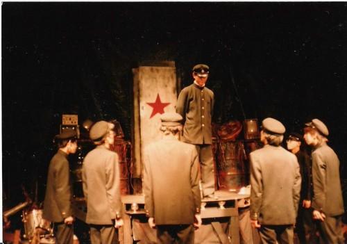 Escena de una de las representación de Litchi Hikari Club de Tokyo Grand Guignol (1985)