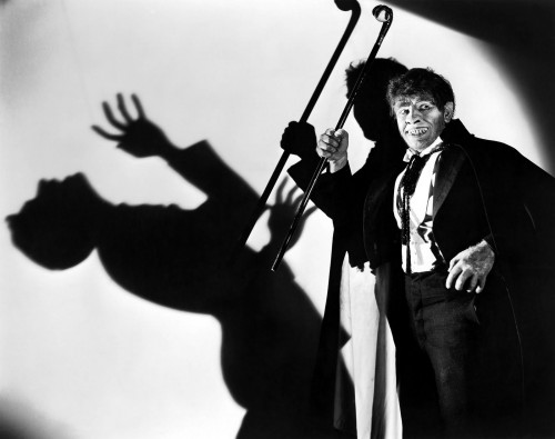 Fredric March ataviado de Mr.Hyde. ¿Cómo se puede asumir que la cámara es, por defecto, más poderosa que la viñeta para caracterizar a un personaje?