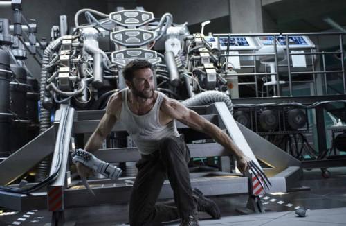 Admiro la fotografía de Ross Emery, pero esto es un superhéroe para la mayor parte de directores: poses, músculos, masculinidad y violencia sin concretar.
