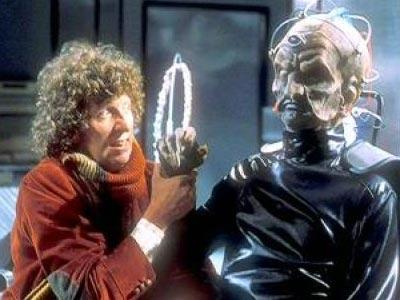El cuarto Doctor charlando con Davros