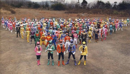 Foto de familia del 35 aniversario Super Sentai.