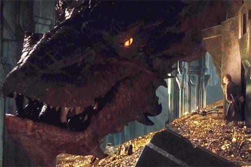 El dragón Smaug coversa con Bilbo