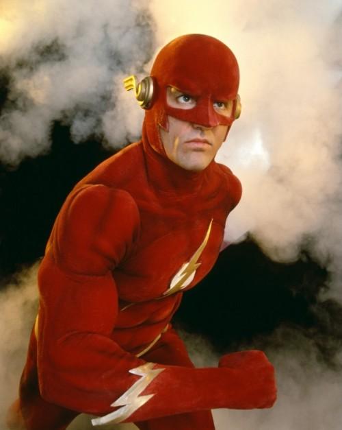 John Wesley Shipp enfundado en el traje de Flash