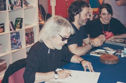 Los Royo firmaron un gran numero de libros a los asistentes