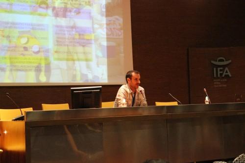 El actor de doblaje Claudio Serrano durante su charla
