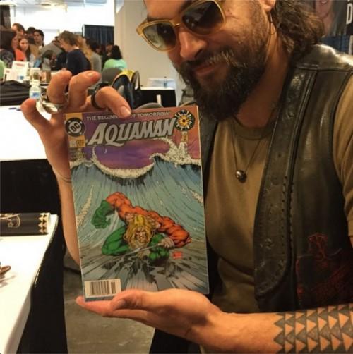 Jason Momoa ya es fan de Aquaman, por la cuenta que le trae