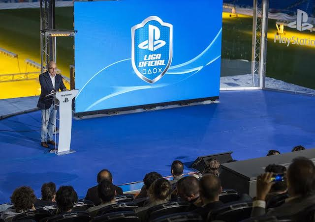James Armstrong, vicepresidente de Sony Europa, presentando la Liga PlayStation