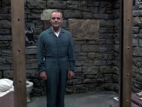 Icónica primera imagen de Lecter en su celda