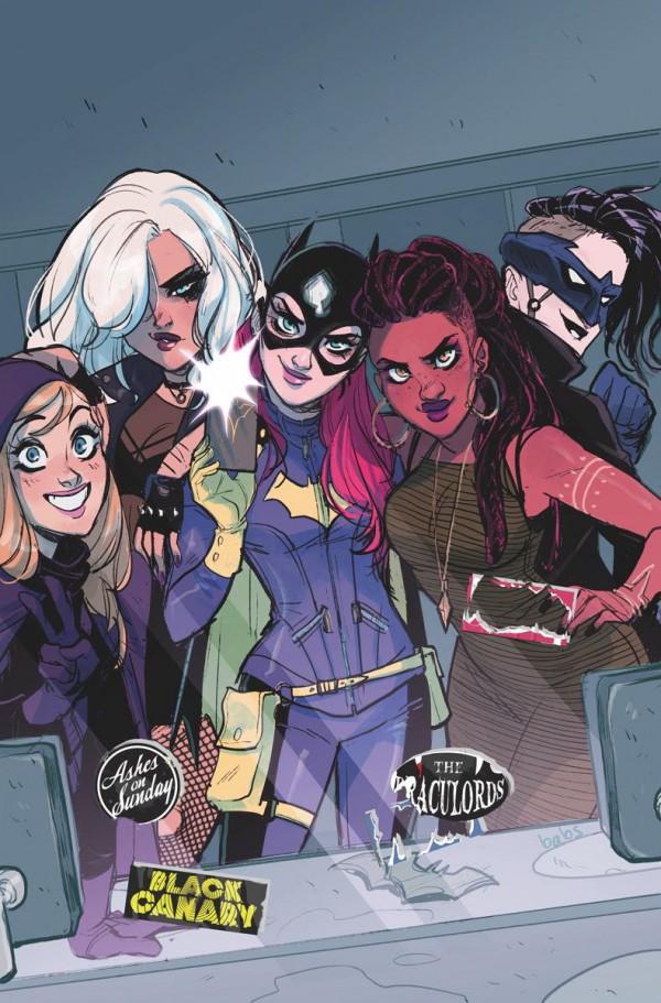 Batgirl ya no está sola con su selfie en el espejo