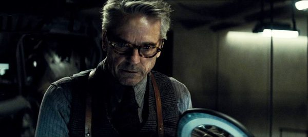 Jeremy-Irons-Alfred-Batman-v-Superman