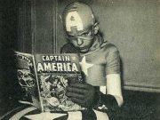 Niño leyendo cómic