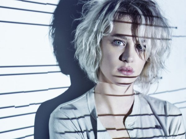 ¿Será Mackenzie Davis humana o replicante en Blade Runner 2?