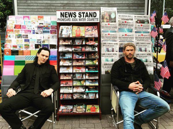 Primera imagen de Thor (Chris Hemsworth) y Loki (Tom Hiddleston) durante el rodaje de Thor: Ragnarok