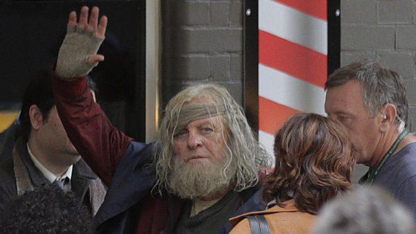Odín (Anthony Hopkins), vagabundo en Nueva York