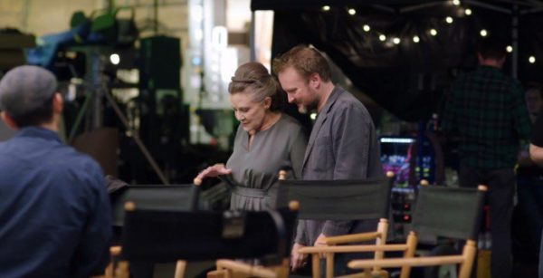 Carrie Fisher junto a Rian Johnson en el rodaje de The Last Jedi